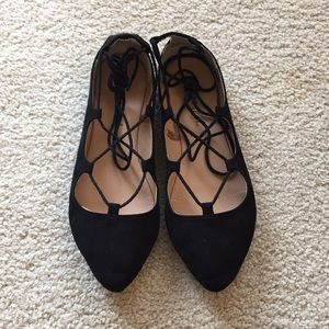 Stylish black lace up flats
